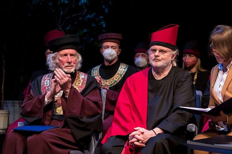 JAMUs rektor Peter Oslzlý sammen med Jon Fosse